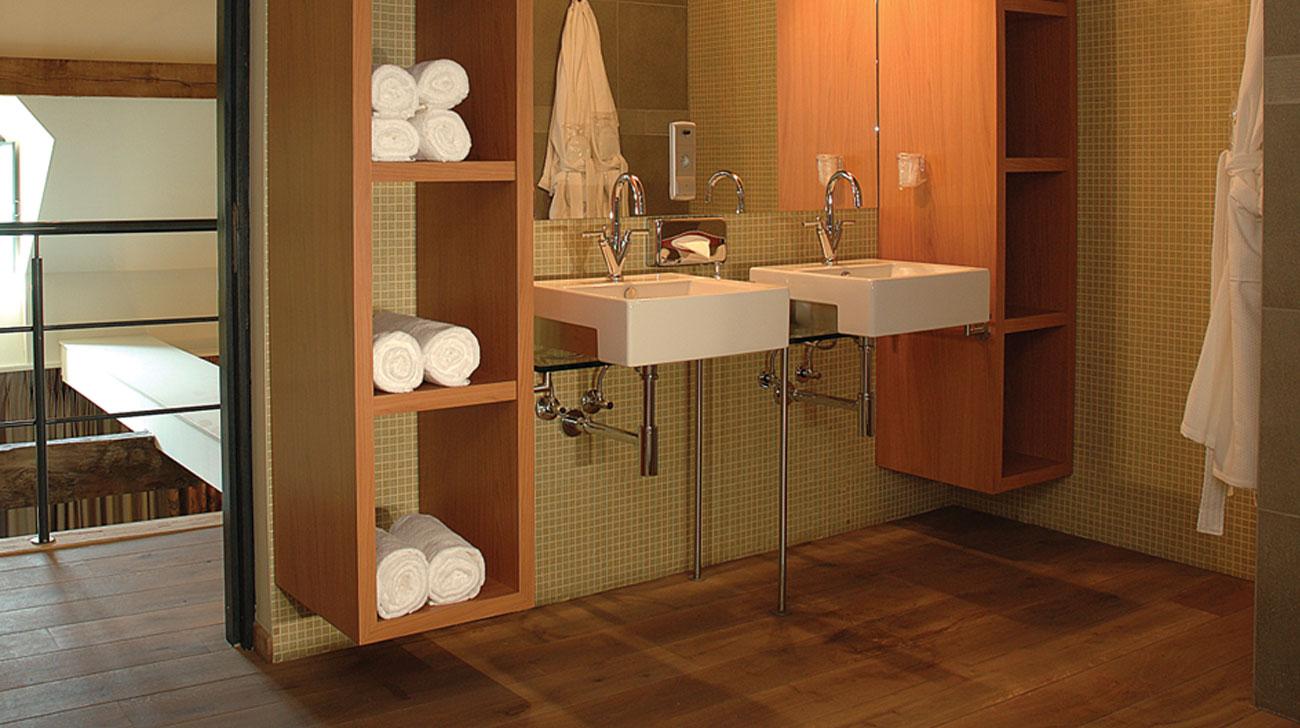 Houten vloer badkamer hasselt diepenbeek genk loft interieur
